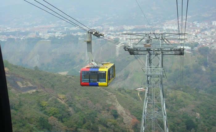 Aporrea: Turistas varados a más 4.000 metros de altura por falla eléctrica en teleférico de Mérida