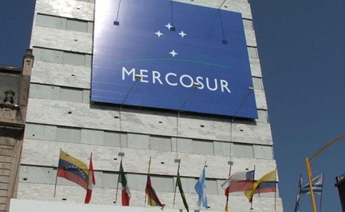 Mercosur saca tarjeta roja, por Kenneth Ramírez