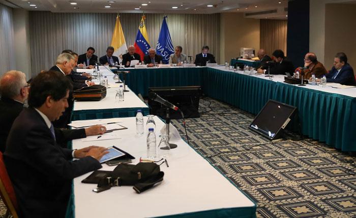 Venebarómetro: Mitad de venezolanos están insatisfechos con diálogo gobierno-oposición
