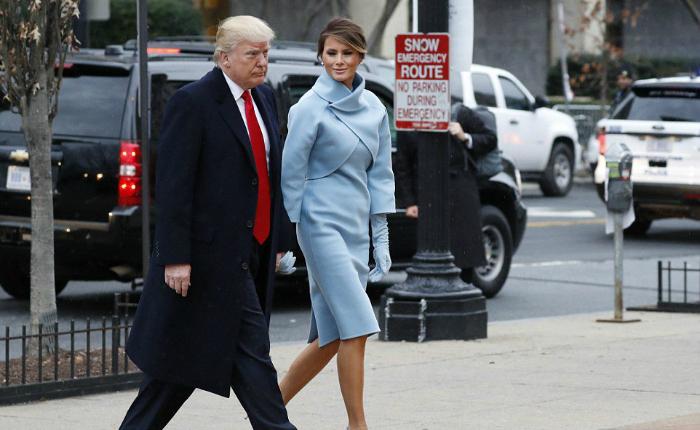 Trump y Melania son recibidos por los Obama en la Casa Blanca tras misa en St. John's