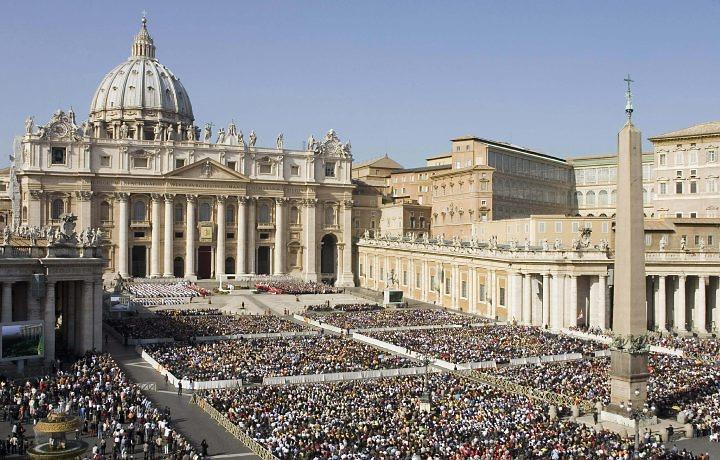 El Vaticano impulsa la lucha «pacífica y democrática» contra el gobierno de Nicolás Maduro