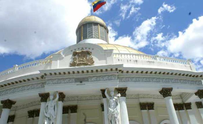 AN legisla contra la corrupción y denuncia amenazas a la democracia venezolana en foros internacionales