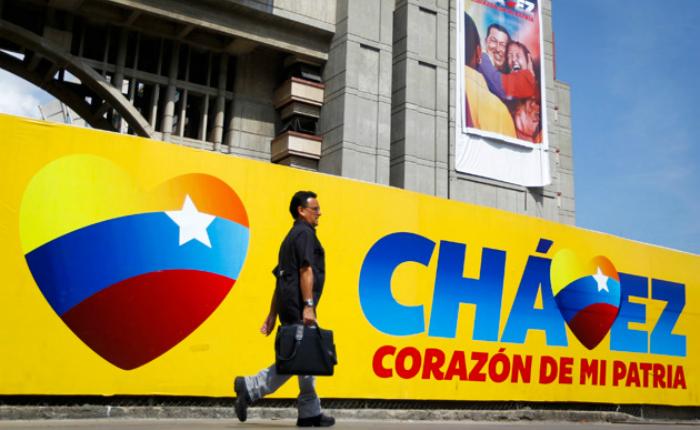 Condenan a prisión por corrupción al autor del lema Chávez, corazón del pueblo