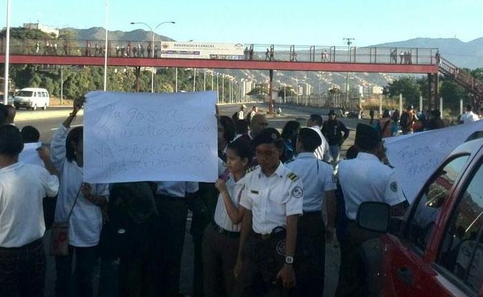 Liceístas protestaron en la Valle-Coche porque tienen cuatro meses sin clases