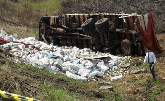 Se volcó el camión que transportaba los billetes venezolanos en Paraguay