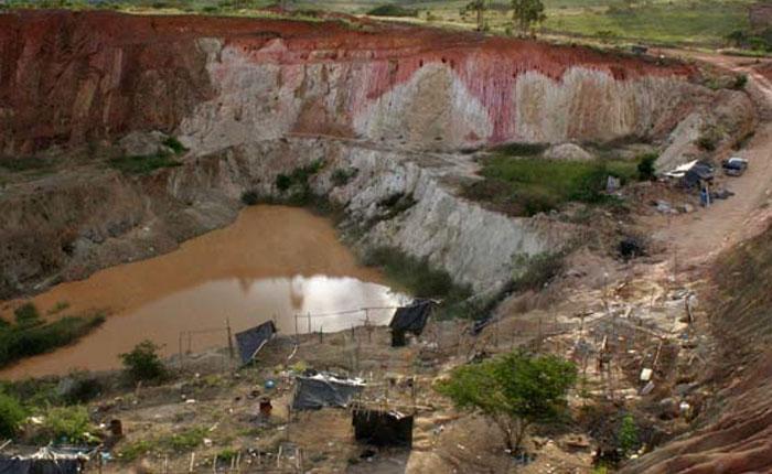 Diputado Américo De Grazia denunció muerte de cinco mineros tapiados en El Callao