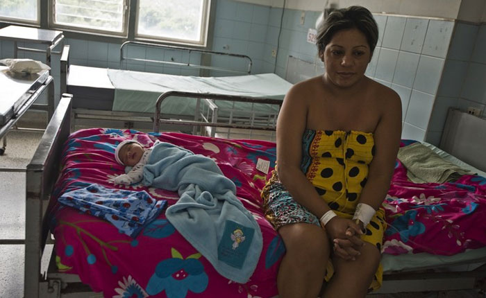 Venezolanas cruzan la frontera para dar a luz en Colombia