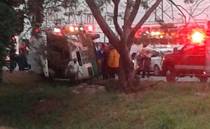 Accidente de autobús dejó tres lesionados en la ARC