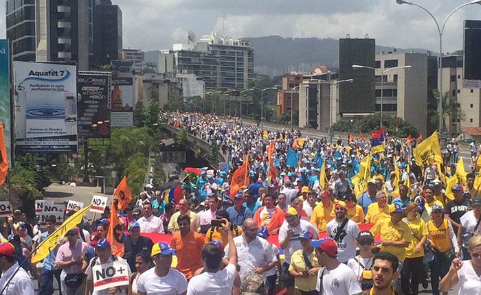 Oposición iniciará recolección de firmas para apoyar destitución de magistrados