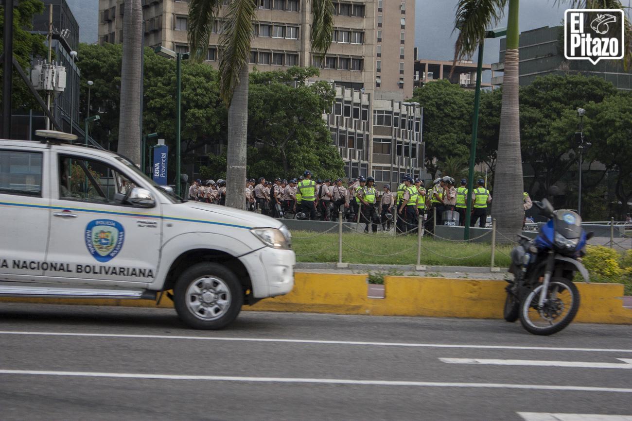 [Video] Efectivos militares y policiales amanecen desplegados en varios puntos de Caracas