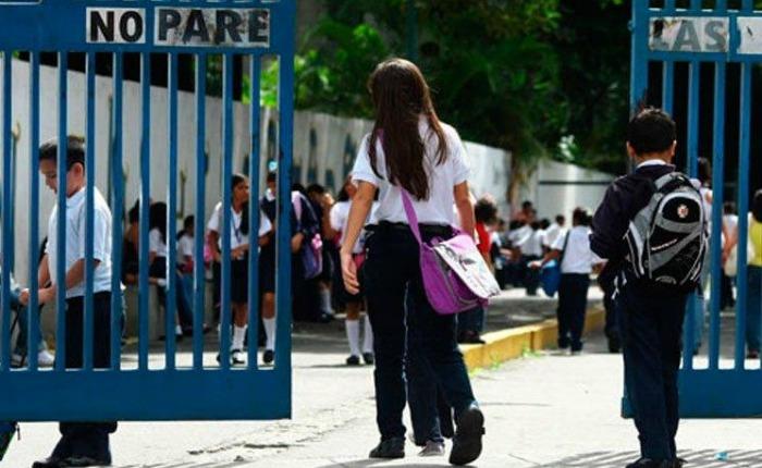 Hasta 50 docentes emigran a diario de Venezuela