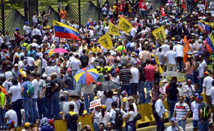 Minuto a minuto: Así transcurre la marcha de la oposición este #19Abr