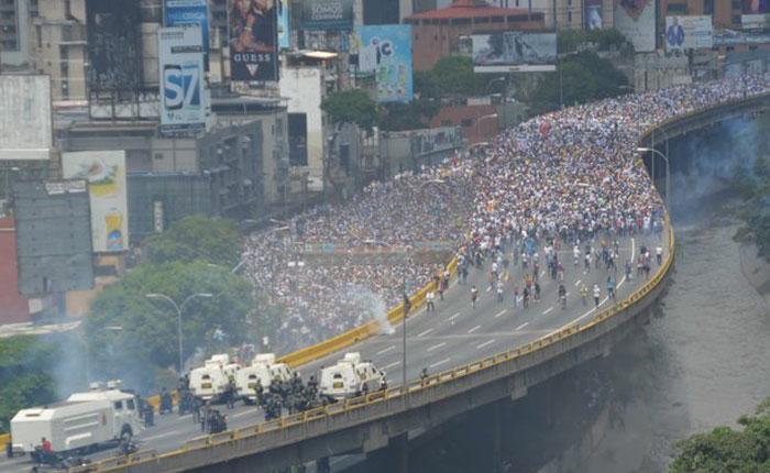 De las protestas inagotables y las artimañas del gobierno, hitos para saber dónde estamos parados