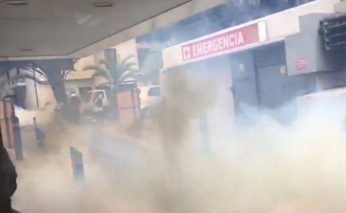 GNB arrojó nuevamente bombas lacrimógenas a Policlínica Las Mercedes
