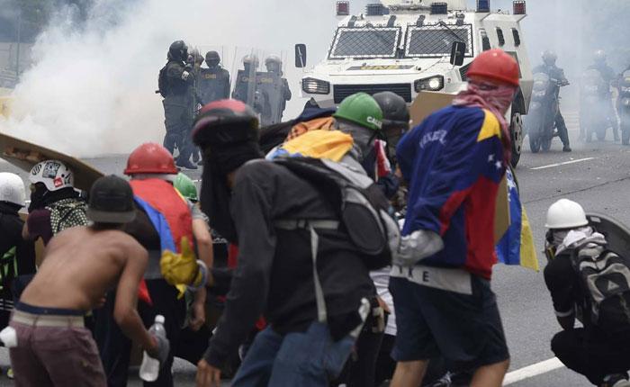 Cómo evitar un baño de sangre en Venezuela, por José Miguel Vivanco y Daniel Wilkinson