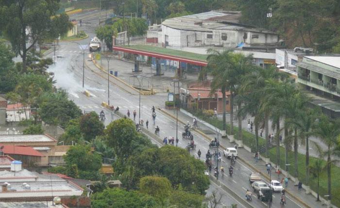 Reportaron supuesto herido y quince detenidos en San Antonio de Los Altos