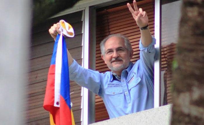 Antonio Ledezma fue trasladado nuevamente a su residencia