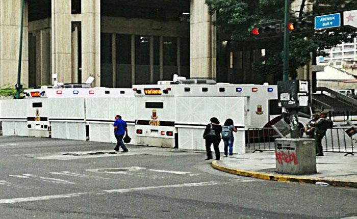 Guardia Nacional bloqueó tránsito en avenida Urdaneta en ambos sentidos