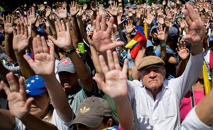 Oposición convoca a un paro nacional tras medidas económicas