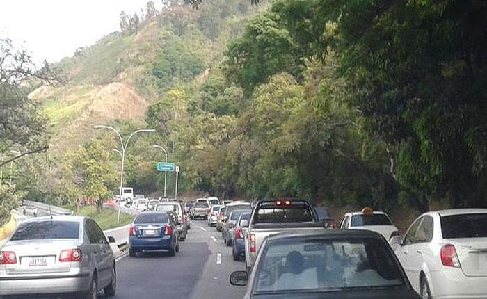 Alcabalas a tempranas horas generaron tráfico en Caracas