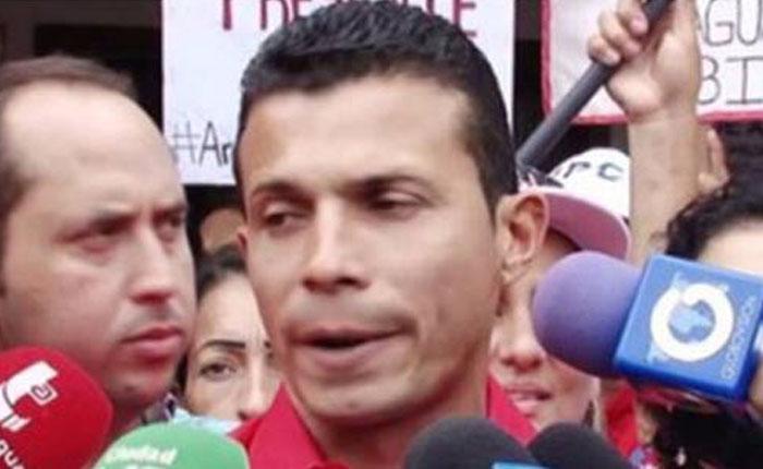 Detienen a alcalde oficialista Brullerby Suárez tras ser descubierto saqueando
