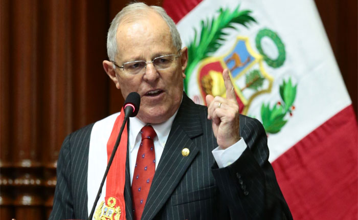 Denuncian que presidente de Perú fue asesor de Odebrecht y recibió aportes en 2011