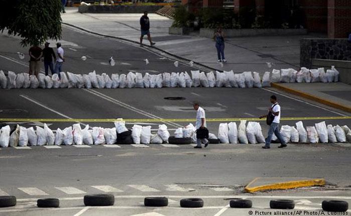 Las primeras 6 horas del paro: calles trancadas, transporte en huelga, detenidos y represión