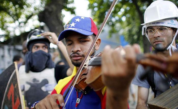 Violinista Wuilly Arteaga quedó detenido tras ser presentado en tribunales