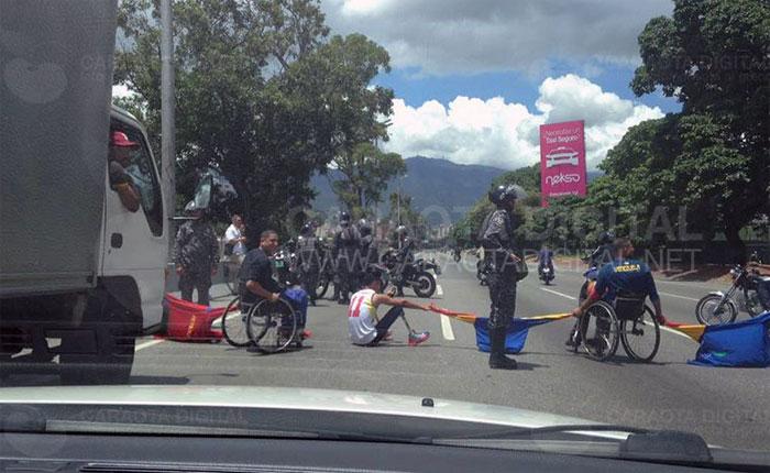 Deportistas con discapacidad protestaron en la Fajardo
