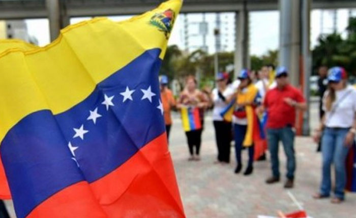Venezolanos piden a EEUU acción militar internacional y ayuda humanitaria
