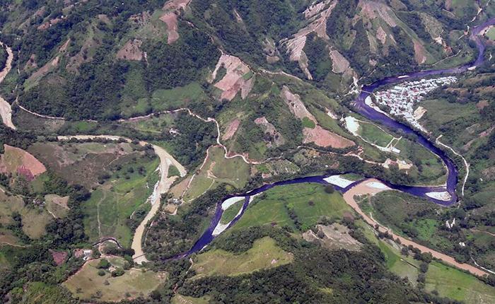 Crudo derramado por ataque del ELN en Colombia podría llegar al Lago de Maracaibo
