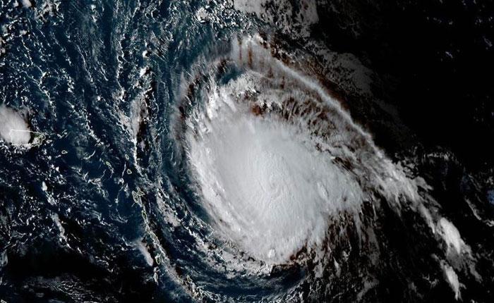 Huracán Irma avanza con fuertes vientos y lluvia hacia Florida