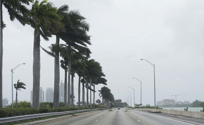 Toque de queda y orden de desalojo para 6,3 millones de personas provoca Irma en Florida