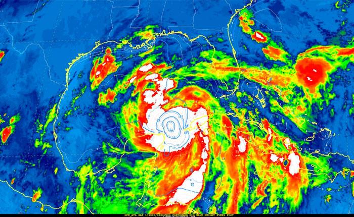 Nate avanza con categoría de huracán hacia la costa de EEUU