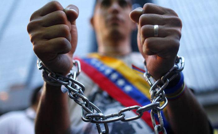 Human Rights Watch condena que dos activistas venezolanos con boleta de excarcelación sigan presos