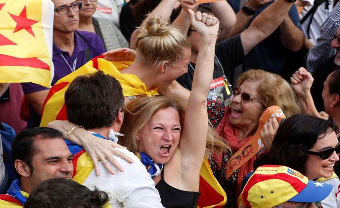 Miles de personas celebraron declaración de independencia de Cataluña