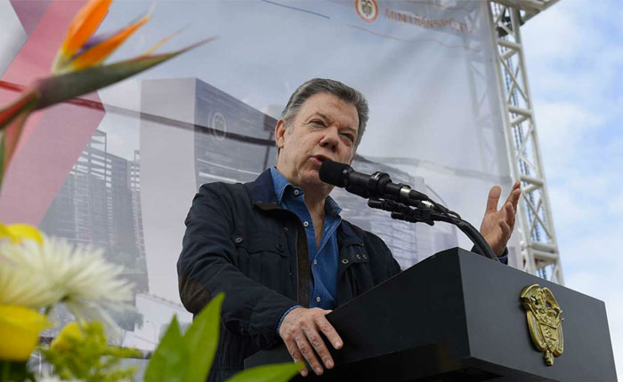 Santos reitera críticas a Maduro e insiste en un corredor humanitario
