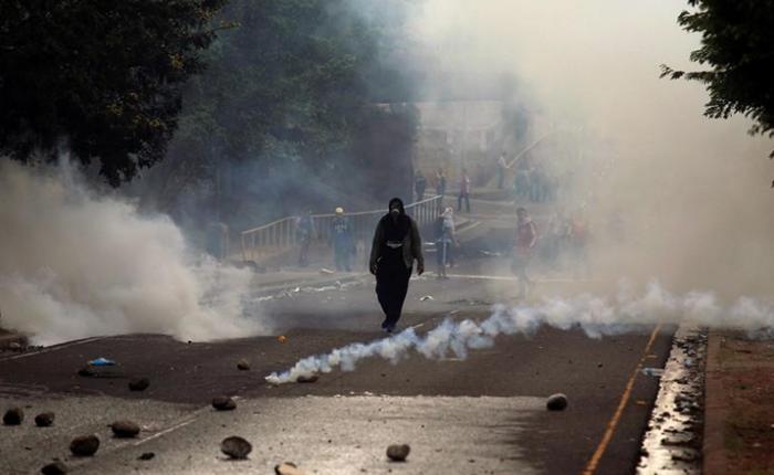 Protestas en Honduras dejan un muerto y varios heridos mientras esperan resultado de elección