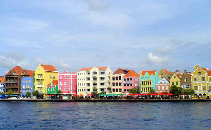 """Holanda considera """"decepcionante"""" extensión del bloqueo a Aruba, Bonaire y Curazao"""