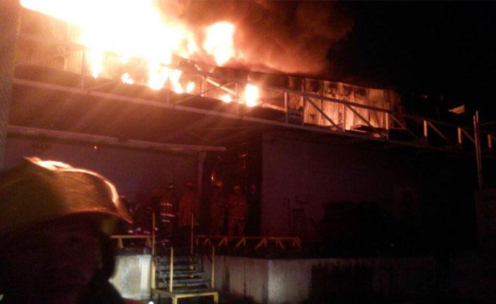 Se registró incendio este sábado en Makro de Valencia