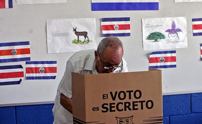 Costa Rica elige presidente y Parlamento entre gran incertidumbre