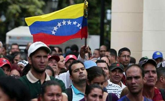 Perú comienza a exigir pasaporte a los venezolanos que llegan a su frontera
