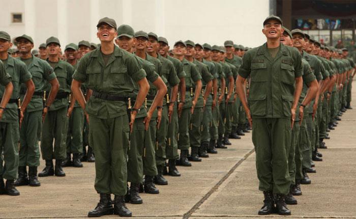 Guaidó pide repartir Ley de Amnistía este domingo a militares