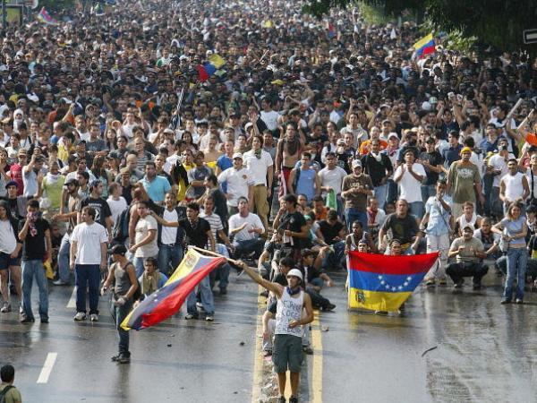 La lucha por el poder, por Luis Fuenmayor Toro