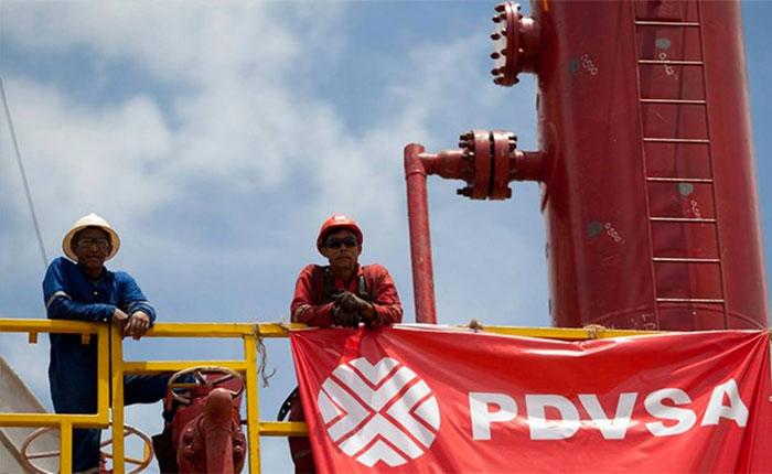 Presidente de PDVSA garantiza inventarios para atender demanda de combustible