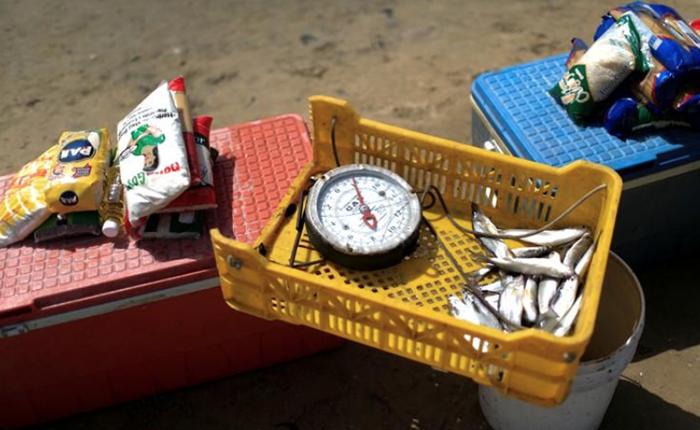 ¿Pescado por medicinas? El trueque es la moneda de cambio en una Venezuela en crisis