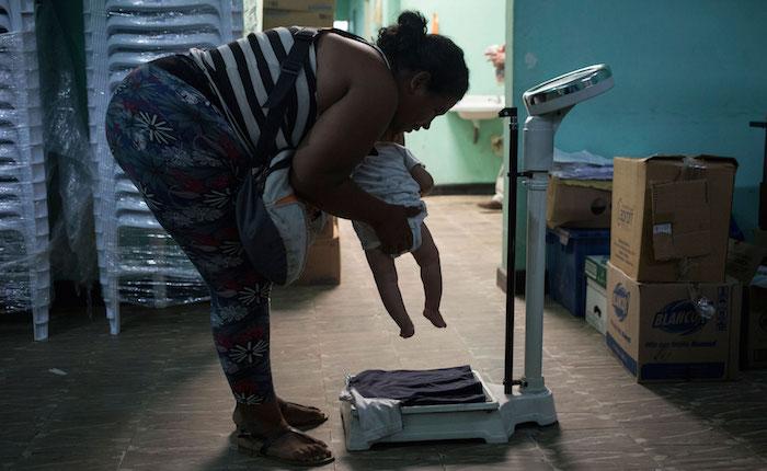 Renunciar a Venezuela para no acostarse con hambre