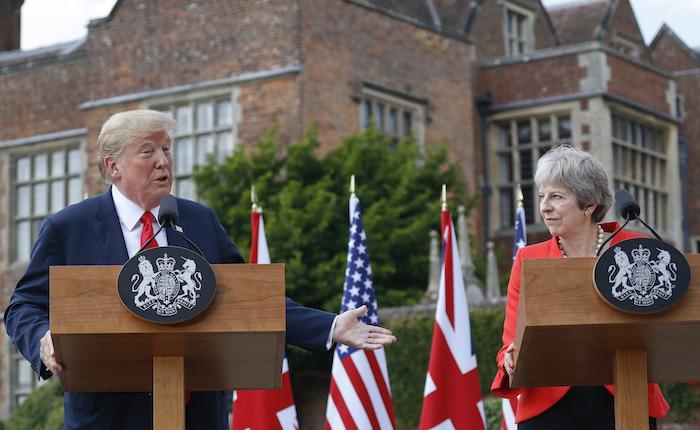 Theresa May: Trump sugirió que