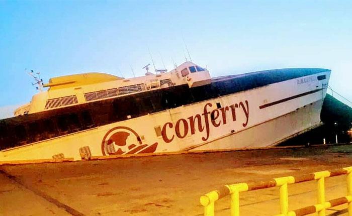 Reportan fuga de combustible del ferry que se hunde en Guanta