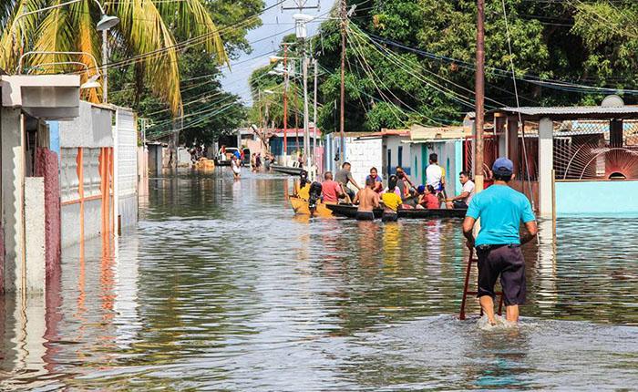 Seis estados en alerta roja por lluvias e inundaciones por crecida del Orinoco